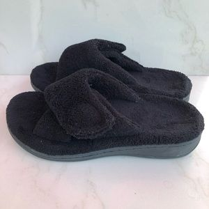 Vionic Relax Black Plush Sandals Slippers